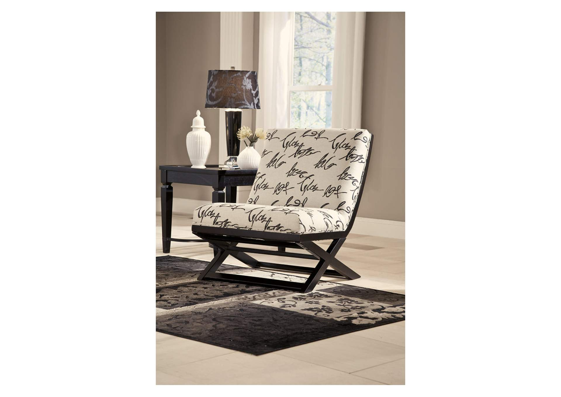 Harlem Furniture Manhattan Bronx Ny Levon Charcoal Showood Accent Chair